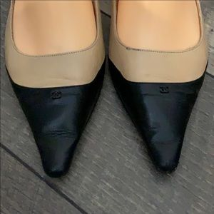 Auth Chanel vtg signature leather heels size 6